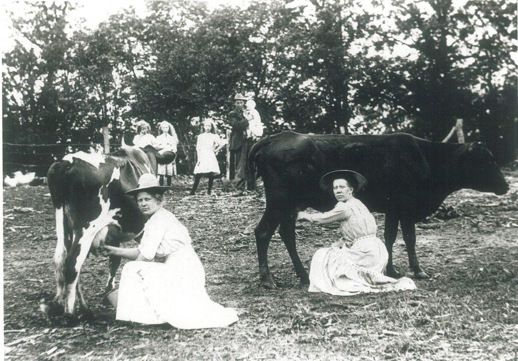 1894-milk-maids